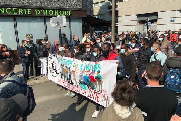 les livreurs nantais en colère dans le cortège du défilé du premier mai 2021 à Nantes