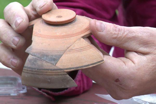 Plusieurs objets ont été retrouvés et attestent la thèse de la rencontre des Gaulois et des Grecs à saint-Blaise plutôt que sur le Lacydon.