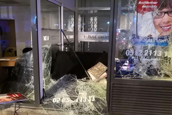 L'une des agences dévastée à Toulouse
