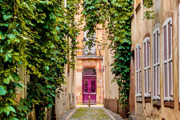 Sur Instagram, Les portes de Strasbourg s'intéressent à toutes les portes, des plus exceptionnelles au moins typiques.