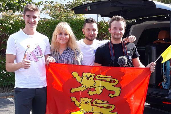 4 des 5 lauréats du concours Normands autour du Monde, prêts à partir vers leurs destinations.