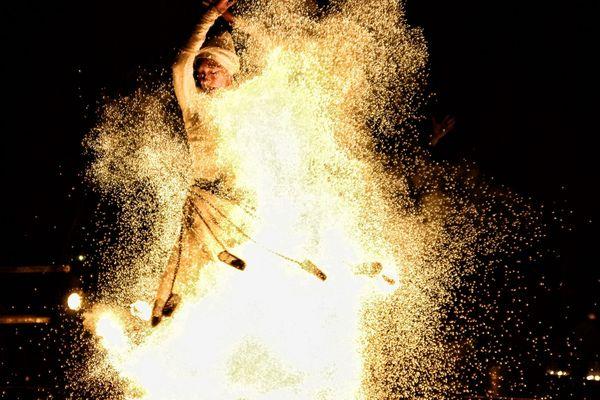 Entre terre et ciel, danse de feu