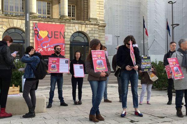 Rouen le 19 février 2019- Manifestation devant l'hôtel de ville pour demander l'interdiction des animaux dans les cirques