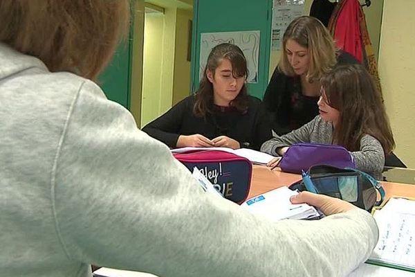 """Marvejols (Lozère) - opération """"devoirs faits"""" au collège - 2018."""