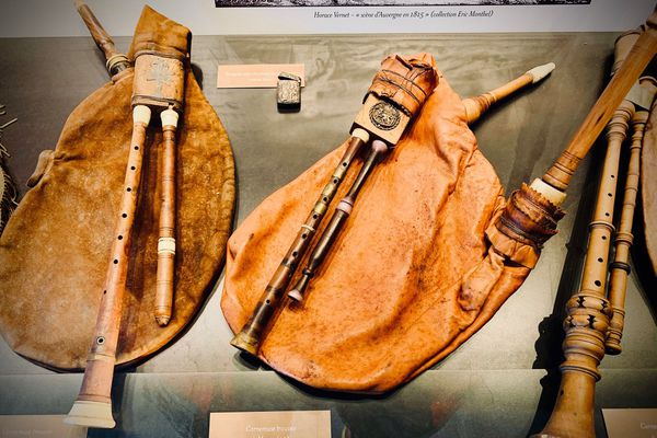 Cornemuses exposées au musée de Cantoin