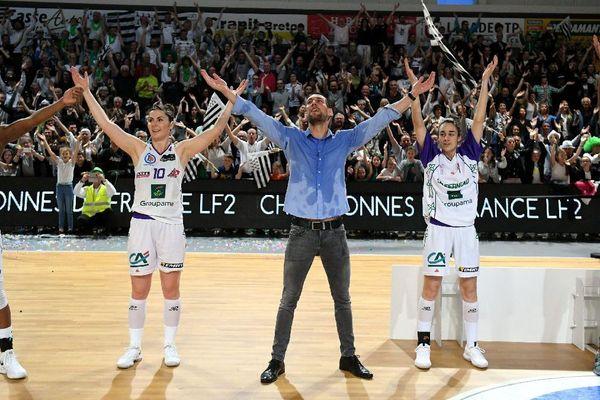 La joie des basketteuses de Landerneau après leur victoire 56 à 54 face à Angers .