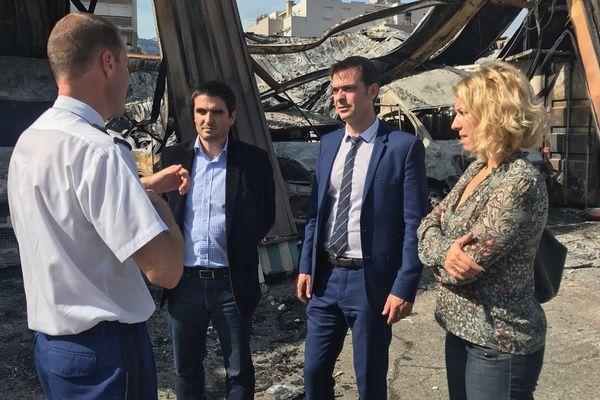 Les députés de l'Isère se sont rendus sur les lieux de l'incendie volontaire.