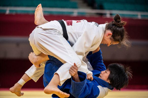 Sandrine Martinet, en kimono blanc, lors des Jeux paralympiques de Tokyo, le 27 août 2021.
