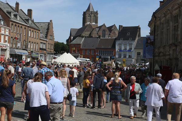 Les touristes à Cassel, élu village préféré des Français.