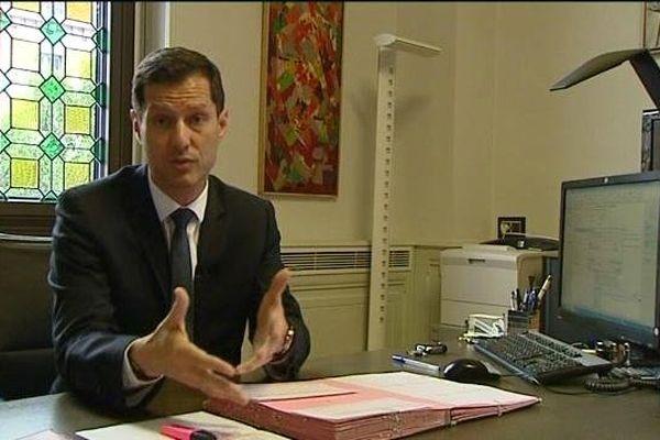 Le nouveau maire UMP de Valence, Nicolas Daragon, est le porte-parole du collectif - 04/06/14