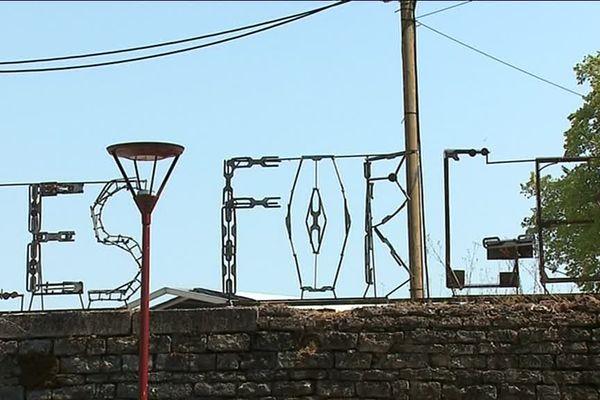 Le festival No Logo se prépare sous la canicule aux forges de Fraisans