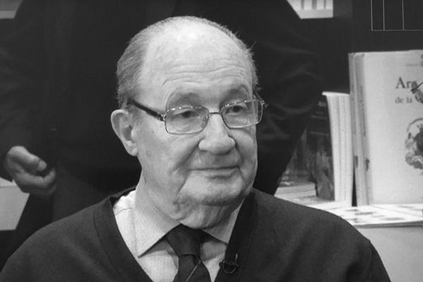 L'universitaire et linguiste Pascal Marchetti est décédé le 17 mai 2018 à l'âge de 93 ans.