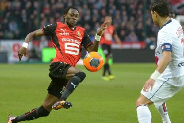Le Rennais Jonathan Pitroipa en plein duel avec Thiago Silva, le défenseur brésilien et capitaine parisien