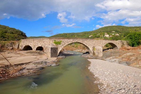 Un pont sur l'Hérault autour de Valleraugue dans le Gard - 23 septembre 2020.