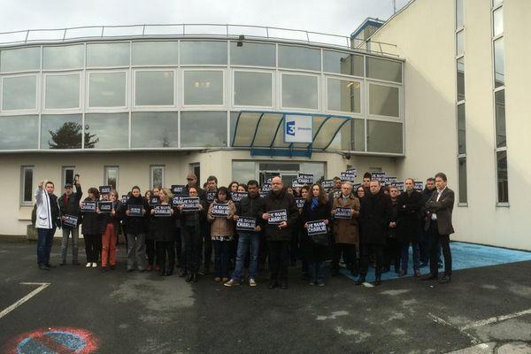 Rassemblement du  personnel de France 3 Limousin en hommage aux victimes de Charlie Hebdo