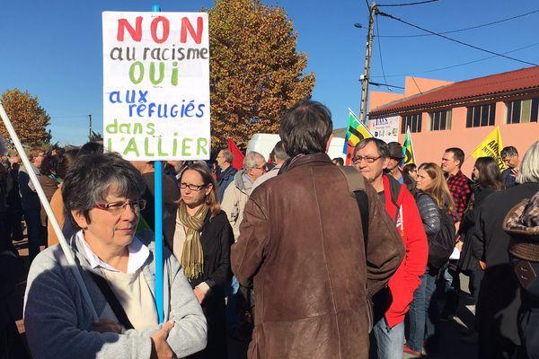 A Varennes-sur-Allier, samedi matin, près de  200 personnes sont venues manifester contre le racisme et pour le droit d'asile