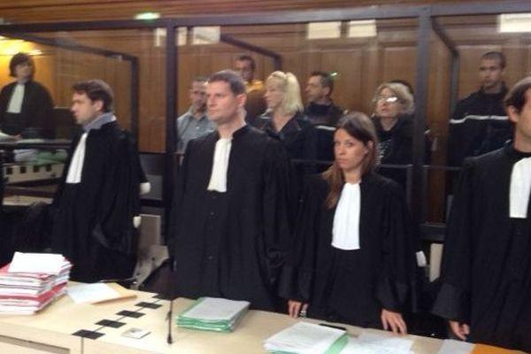 Les prévenus et leurs avocats à l'ouverture du procès le 25 mars 2014
