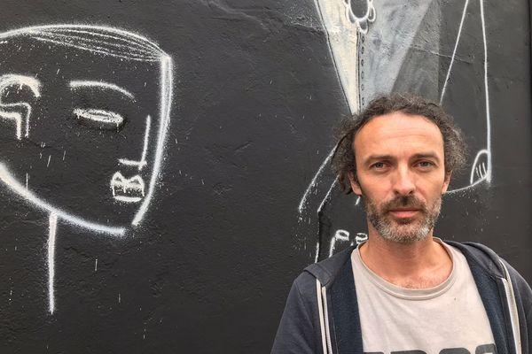Onie Jackson, un des douze artistes du Festival Banana Pschit. Sa fresque est Rue d'Assas à Dijon