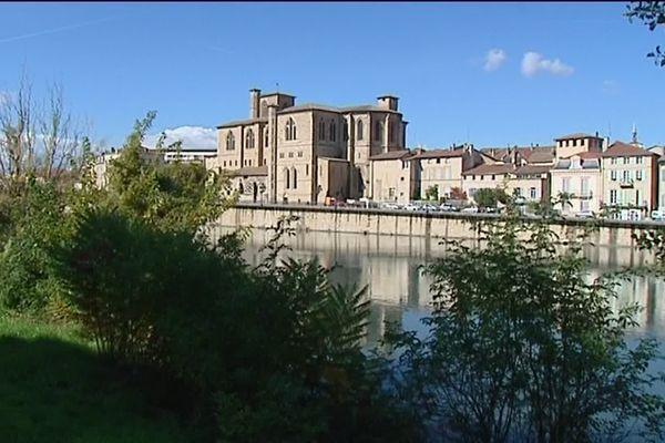 Lancée en 1930, la Foire du Dauphiné se déroule à Romans-sur-Isère. Le site sur lequel elle se tient depuis 1974 fait débat.