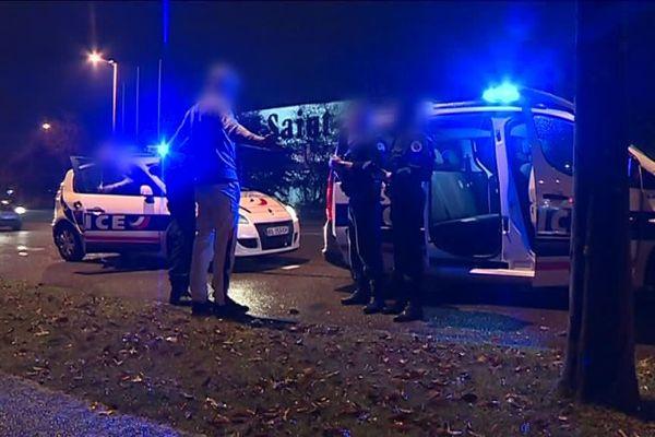 Equipages de Police-Secours en intervention la nuit dans l'agglomération de Rouen - Archives