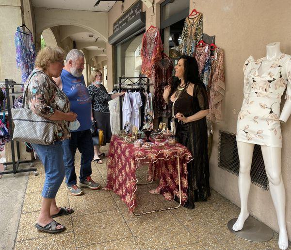 Certaines boutiques en dehors du centre-ville de Chaumont ont aussi joué le jeu de la braderie, comme celle de Manon Darras.