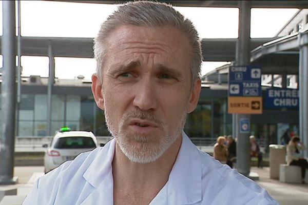 Le neurochirurgien Laurent Thines