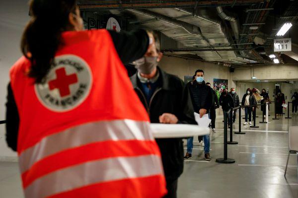 Le centre de vaccination Paris La Défense Arena.