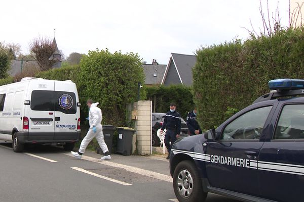 La victime, âgée d'une cinquantaine d'années, habitait dans la commune depuis plusieurs années.