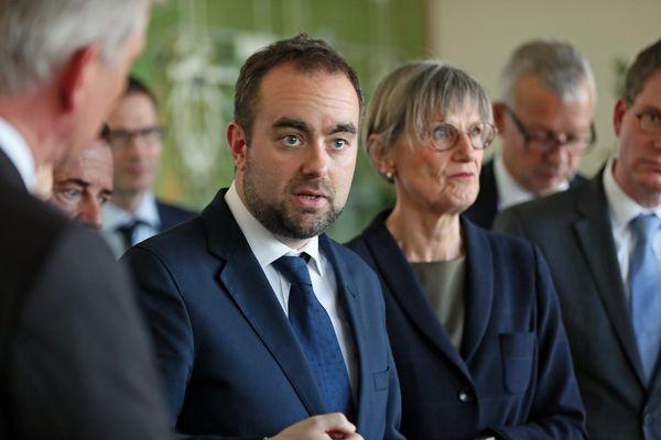 Sébastien Lecornu, secrétaire d'Etat auprès ministre de la Transition écologique et solidaire, en visite jeudi 12 avril au parc d'activité de Breisgau (Gewerbepark Breisgau), en Allemagne, pour évoquer l'avenir économique de la zone de Fessenheim.