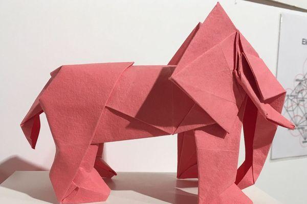 Les 26 et 30 janvier 2019, au centre culturel de Vichy, un maître japonais du pliage guide les visiteurs qui souhaitent s'initier à l'art de l'origami.