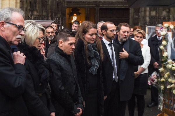 La famille d'Alexia Daval entoure le mari Jonathann Daval, le jour des obsèques de la jeune femme le 8 novembre 2017 à Gray.