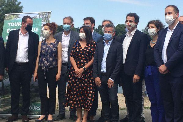 Le maire de Tours, Emmanuel Denis, avec la maire de Paris Anne Hidalgo (à gauche sur la photo) et le maire de Grenoble Eric Piolle (à droite)