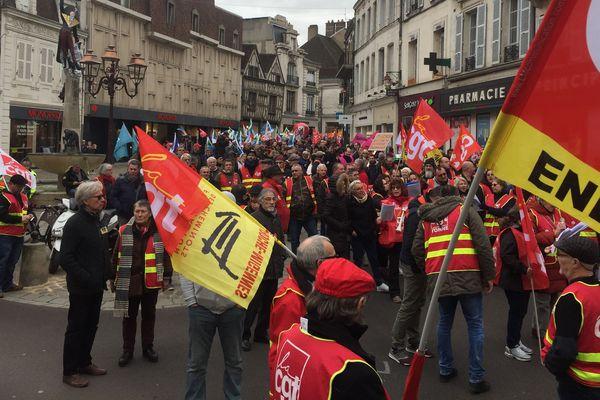 Une dixième journée de grève interprofessionnelle a eu lieu jeudi 20 février. La réforme des retraites est actuellement examinée à l'Assemblée nationale.