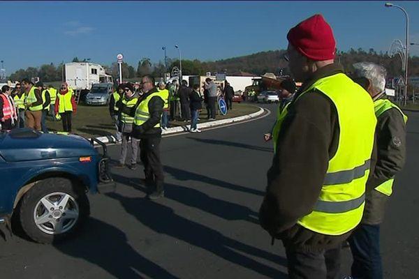 La mobilisation se poursuit en Dordogne, où de nombreux barrages sont toujours en cours.