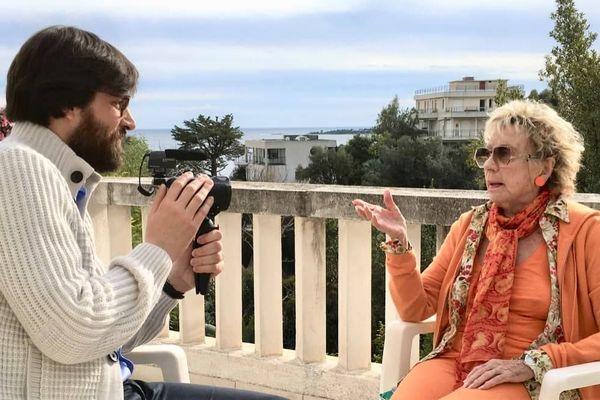 """""""A travers l'objectif de ma caméra, je raconte Annie Cordy, telle que je la perçois telle que je la vois, mon Annie à moi"""" explique Cyrille Gallais, le réalisateur du film """"Annie""""."""