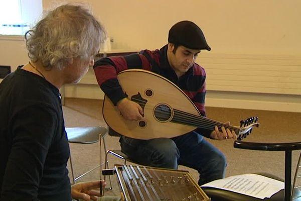 Les auditions sont en cours pour composer ce nouvel orchestre composé de musiciens migrants