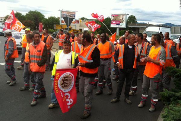 Comme leurs collègues de la Loire et de Haute-Loire, les salariés de l'agence Eiffage Travaux Publics sont descendus dans la rue le 1 er juin à Clermont-Ferrand.