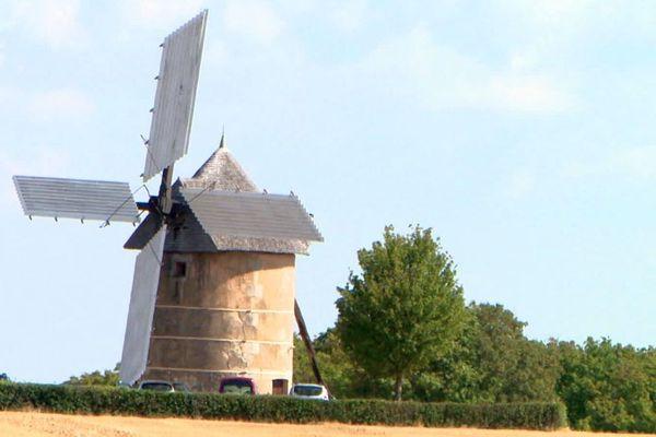 Le moulin de Migé est situé en bordure de la route nationale 151, à une quinzaine de kilomètres d'Auxerre, dans le département de l'Yonne.
