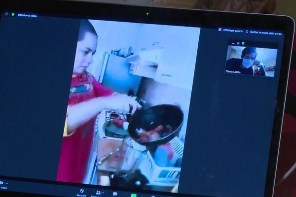 Cuisiner chez Marisol au Mexique en visioconférence faute de pouvoir voyager à cause du virus, c'est l'idée de Arthut Thénot à Angers