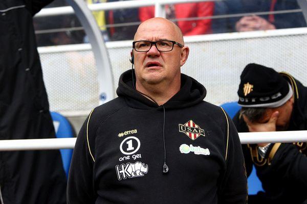 Coup dur pour l'USAP. Le club de Perpignan a été condamné ce mercredi 5 décembre à 400.000 euros à Marc Delpoux,écarté du poste de manager de l'équipe, suite à la descente en Pro D2, à l'issue de la saison 2013/2014.