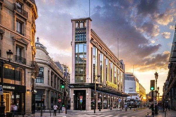 Le magasin n°3 de La Samaritaine dans le centre-ville de Paris : la métallerie Schaffner a participé à la refonte de la façade.