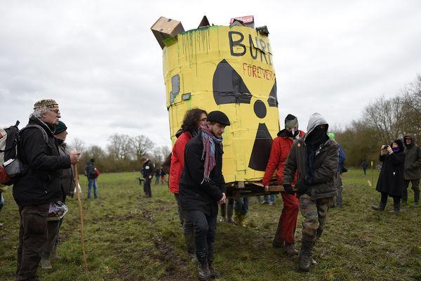 Des opposants au projet d'enfouissement profond des déchets nucléaires à Bure (Meuse), à la frontière de la Haute-Marne.