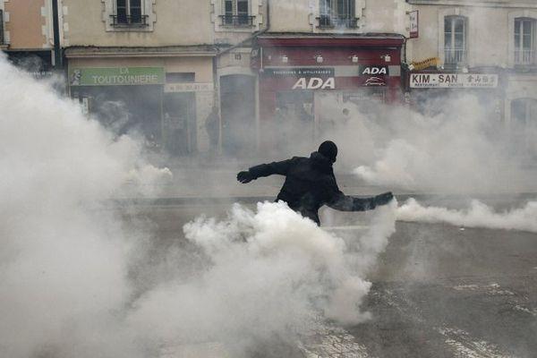 Échauffourée en marge de la manifestation à Rennes le 14/05/2016