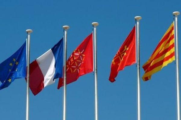 Europe - France - Languedoc-Roussillon - Occitan - Catalan - Les drapeaux de l'Hôtel de région à Montpellier