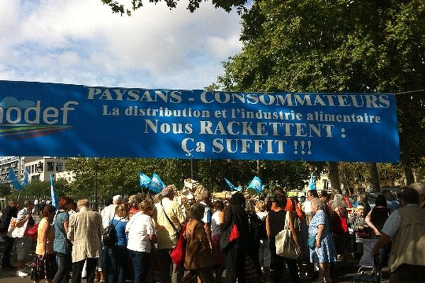 Depuis 1993, le Modef et le PCF organisent ce marché à prix coûtant dans plusieurs villes d'Ile-de-France.