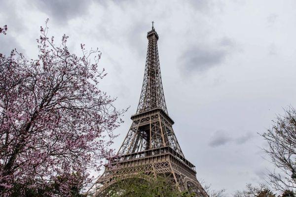 Davy Cosson veut monter la tour Eiffel avec l'intégralité des déchets qu'il a produits en un mois, sur le dos.