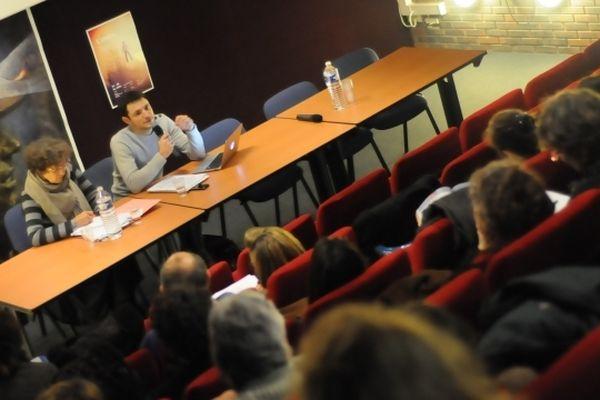 Les représentants du Ministère de la Culture et de la DRAC s'adressent aux professionnels de l'éducation à l'image.