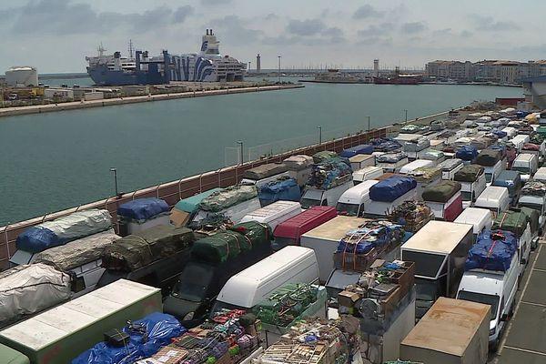 Véhicules chargés pour les 883 passagers embarquant de Sète pour cette première traversée vers Tanger.