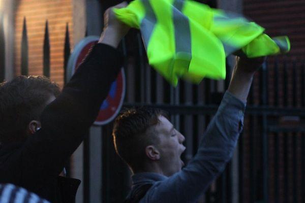 Les lycéens souhaitent manifester leur soutien au mouvement des gilets jaunes.