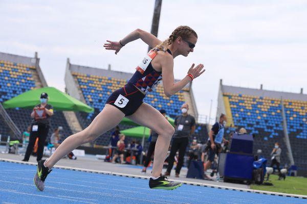 Alice Métais seule en course, 5ème du 100 mètres T13.